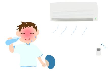 熱中症対策のイラスト 涼しい部屋で水を飲んでいる男の子のイラスト