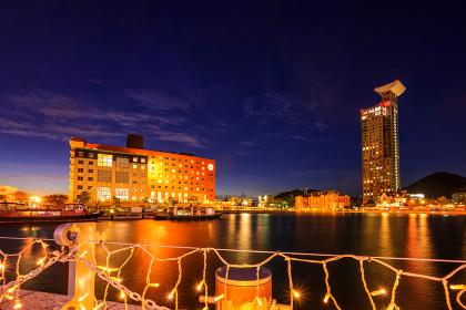 北九州市の有名な観光地門司港レトロの美しい夕暮れ