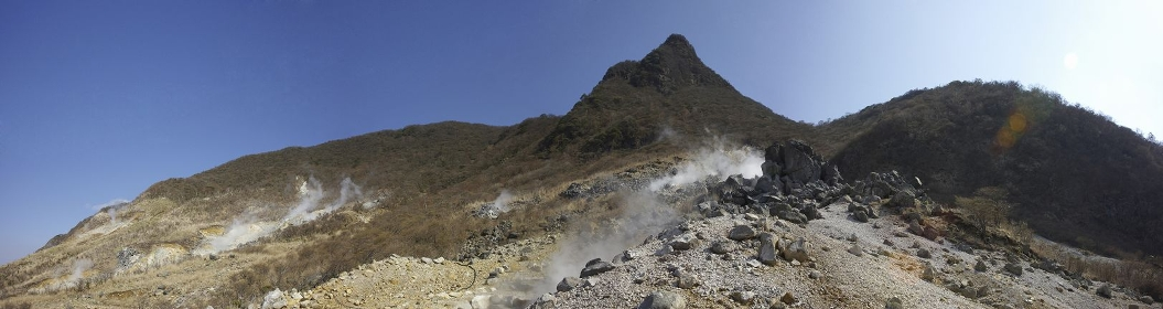 大沸谷のガレ場のパノラマ写真