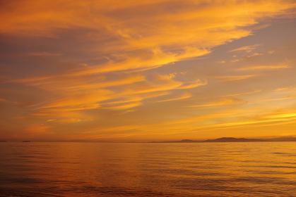 朝焼けの空と有明海