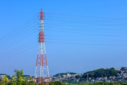 夏の響灘埋立地の送電線