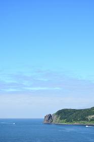 北海道 知床 斜里町ウトロの海 オロンコ岩より望む