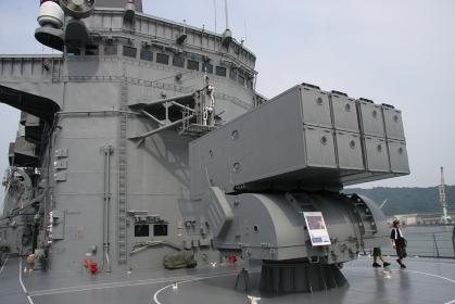護衛艦「しらね」のアスロック発射装置(2010海自舞鶴基地チビッコヤング大会イベント)