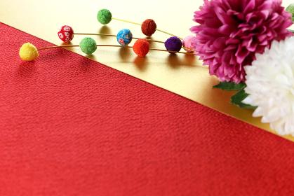 正月イメージ ちりめんで作った餅花と菊の造花 12