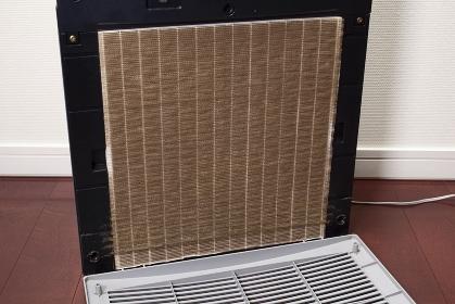 空気清浄器の汚れたフィルター