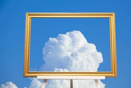 白い雲と額縁の合成