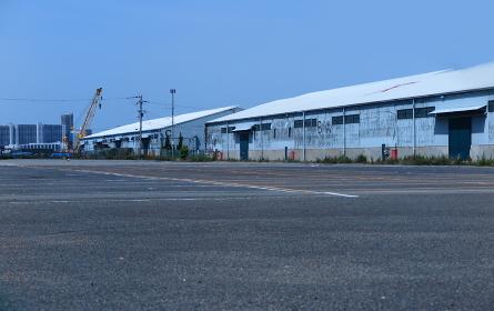 港湾地区の青空駐車場