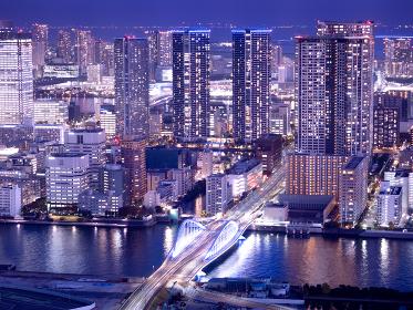 築地大橋と高層マンション群 東京都