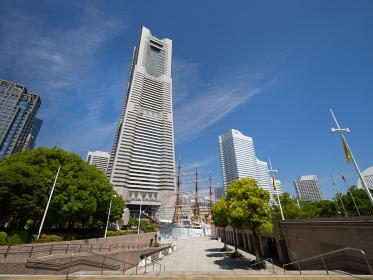横浜みなとみらい ランドマークタワーと日本丸