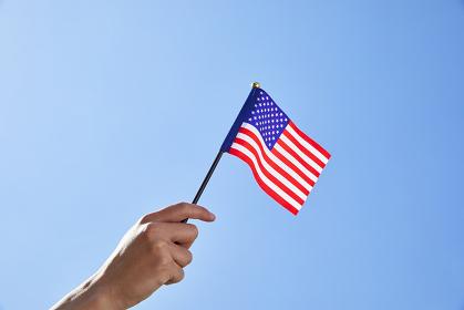 アメリカ国旗を振る手