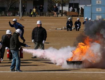 消火器による消火訓練(2010年三田市総合防災訓練)