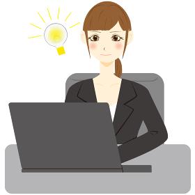 パソコン 女性 会社員 閃く