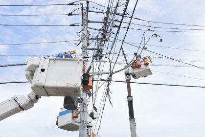 電気工事作業現場風景