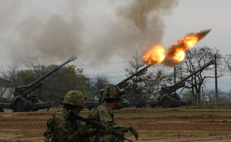 FH70榴弾砲の空砲射撃((2008年日本原駐屯地)