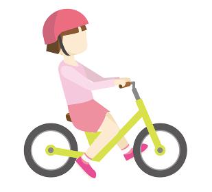 幼児用キックバイク_ヘルメット人物女児女の子バランスバイクのイラスト自転車運動のイメージ