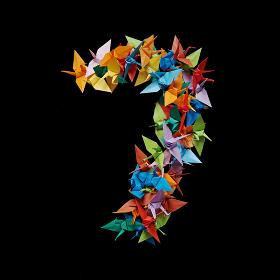 黒バックに折り紙の鶴で作った数字の7