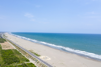 千葉県の九十九里浜と九十九里有料道路を俯瞰撮影