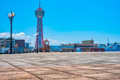 夏の青空とベイサイドプレイス博多の眺め【福岡市】
