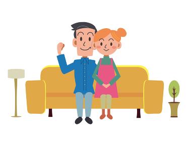 自宅のソファーでくつろぐ仲良し夫婦