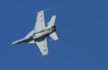アメリカ空軍のF/A18ホーネット・背面飛行