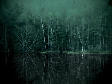 初夏の長野県御射鹿池の風景