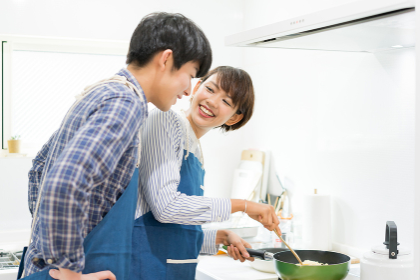 楽しい料理風景(カップル・夫婦)
