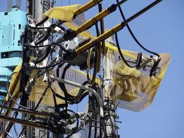 電柱の電線保護ネット