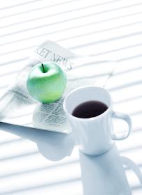 新聞とりんごとコーヒー