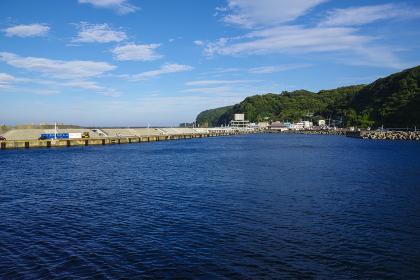 波静かな大島の岡田港