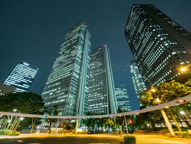 西新宿 交差点 夜景