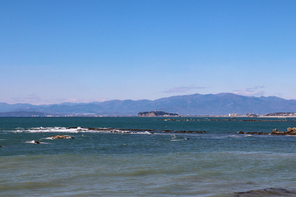 大浜海岸から見た江の島(神奈川県葉山町)
