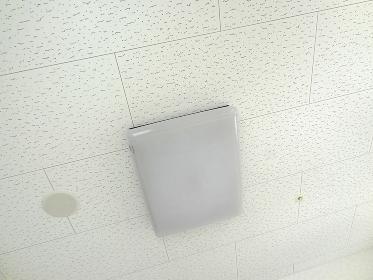 節電のため消灯した蛍光灯