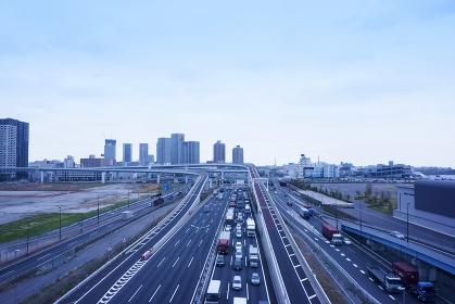 東京都 高速道路と街並み
