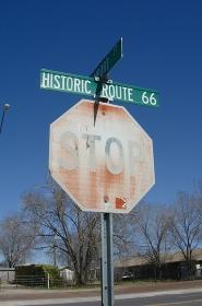 セリーグマンの歴史的ルート66時代の古い道路標識