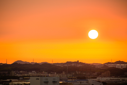 福岡県北九州市八幡区付近の夕暮れの街並み