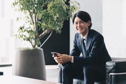 若手経営者のイメージ・スタートアップ起業をする男性