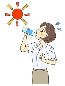 屋外で水分補給する半袖シャツの若い女性