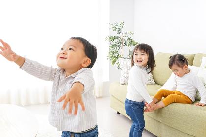遊ぶ子供たち