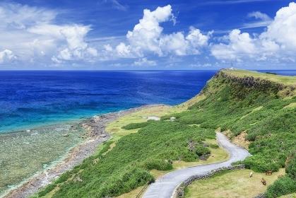 沖縄県・与那国島 夏の東崎と海の風景