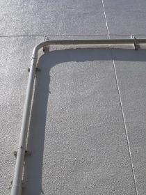 ビル壁面の配水管