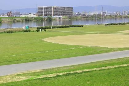 淀川の河川敷公園の野球場