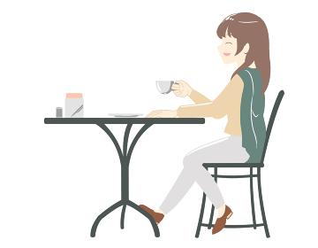カフェでにこやかに過ごす女性 ズボン(線無し