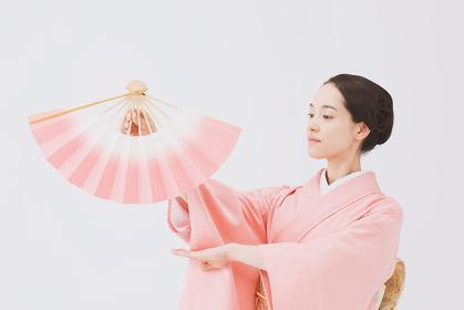 日本舞踊 着物の日本人女性