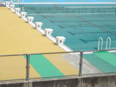 公共施設のプール