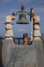 恋人岬の鐘と富士山