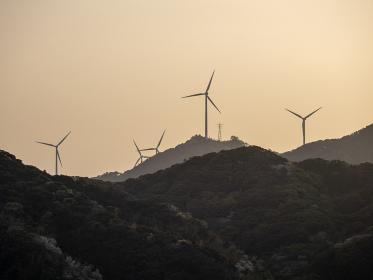 山の上の風力発電