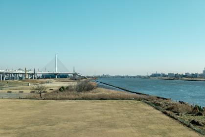 冬の青空と木根川橋からの荒川の眺め 1月