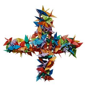白バックに折り紙の鶴で作ったプラス記号