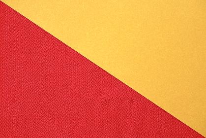 赤色のちりめんと金色の紙で作る背景 4