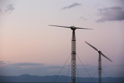 日本最南端、沖縄波照間島の可倒式風力発電